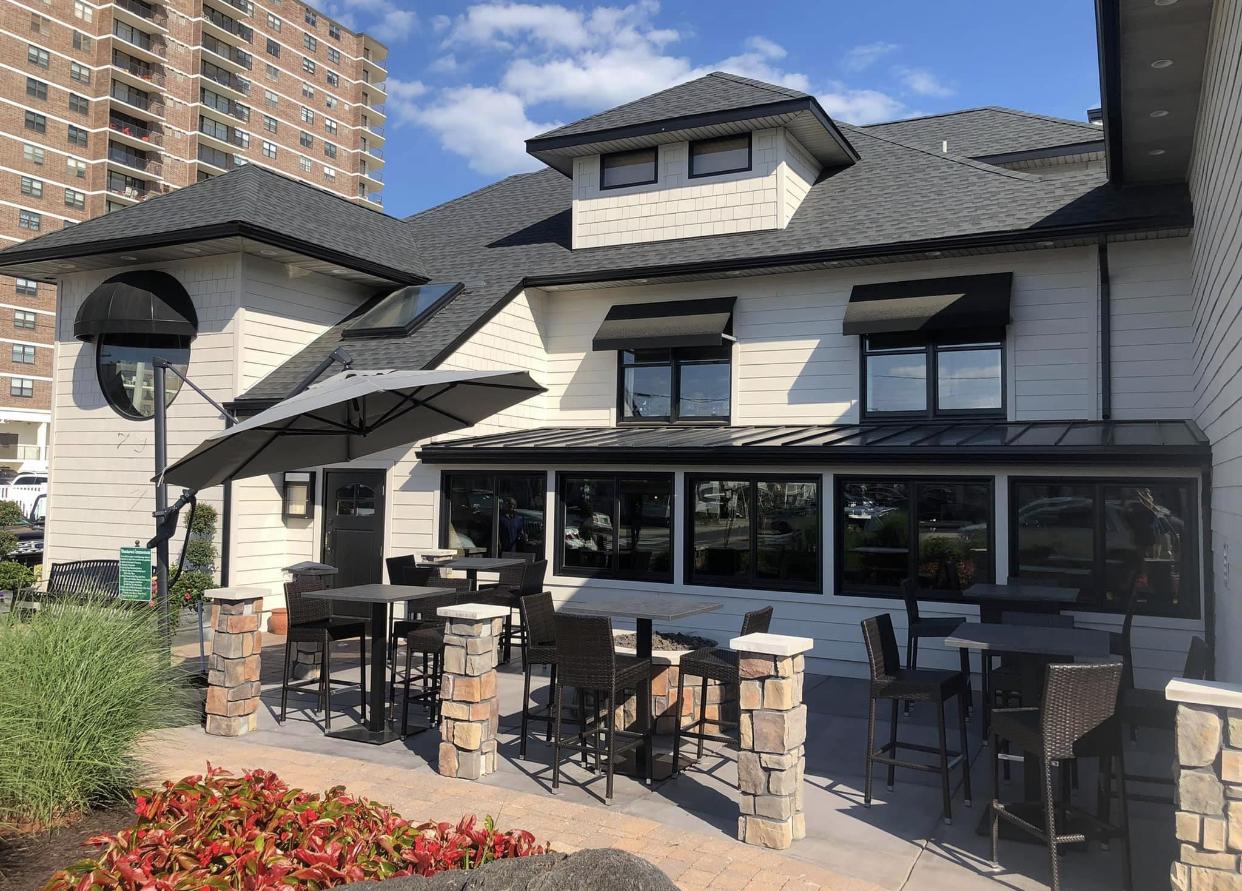 Cocktail Lounge exterior
